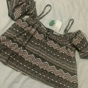 Tops - Aztec pattern flowy crop top