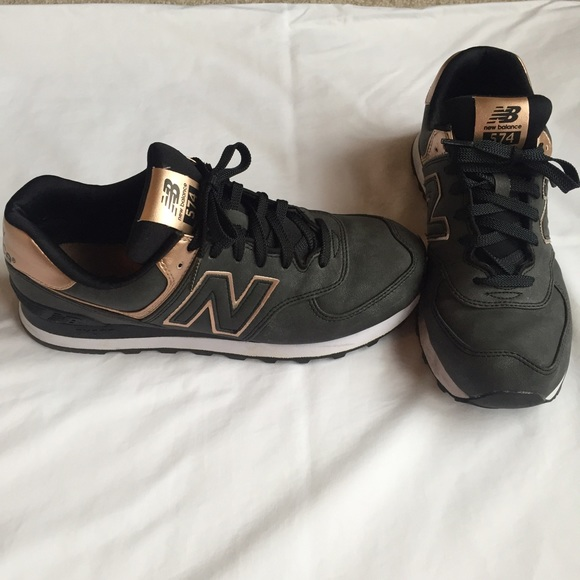 new balance 574 womens black and gold