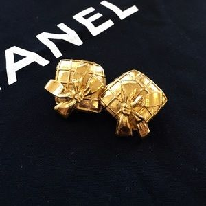 HP X4 Authentic vintage CHANEL clip earrings