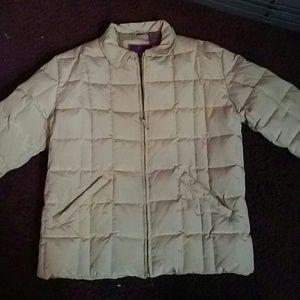 Tan puffer jacket with two zipper pockets NWOT
