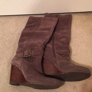 6.5sz BCBG Brown 3in wedge knee high boots