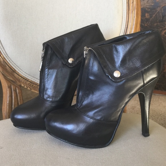 2dab9b0ac87 Benetton Stilettio heeled black leather booties