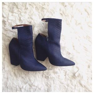 cut-out textured boots
