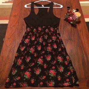 Mascara Dresses & Skirts - Beautiful Black & Red Rose print dress size M.🌹🌹