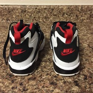 Nike Shoes - Nike Diamond Turf Tennis Shoes (Boys)