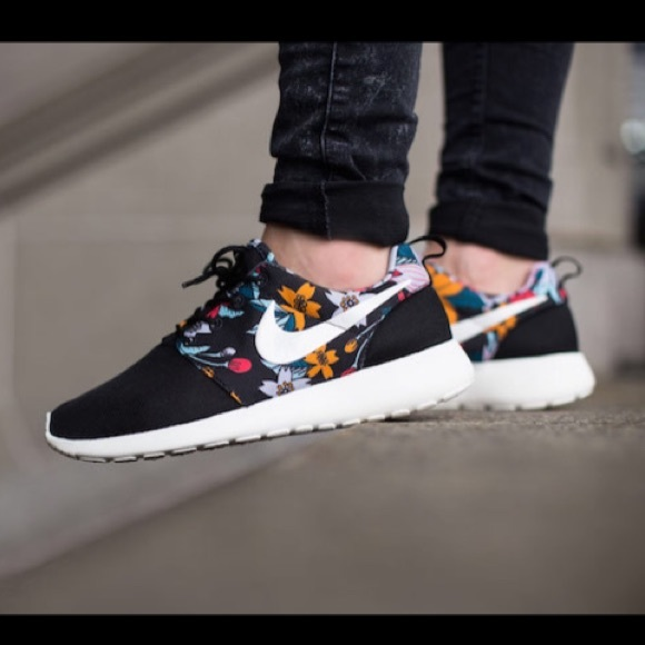 New Nike roshe roshes aloha print black red white a0f640dc74d3
