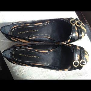 Dana Buchman gold zebra flat shoes