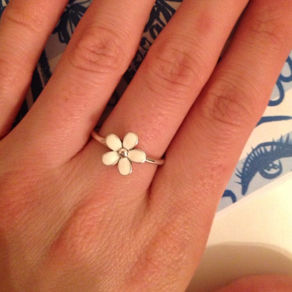 33 Off Pandora Jewelry Pandora Daisy Ring From Lori S Closet On Poshmark