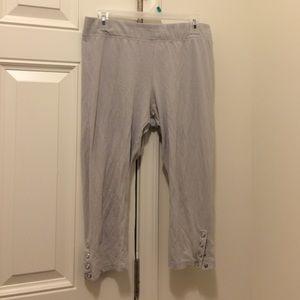New York & Co Light Grey Capri Snap Legging XL