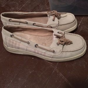 Shoes - Cute sperry-like shoes!