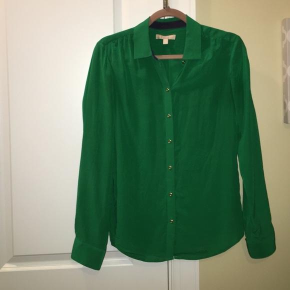 267e398c10842b Banana Republic Tops - Banana republic kelly green silk blouse S