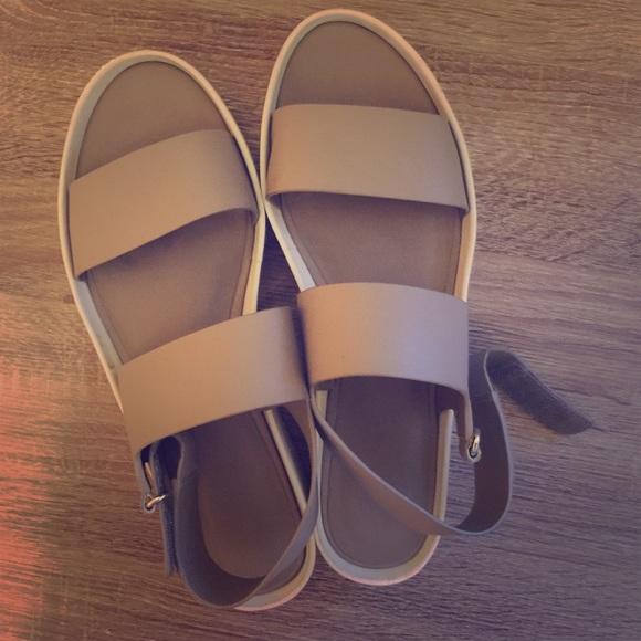 6ab4259e41e Vince Marett Platform Sandals size 41. M 565fb665f09282d0a50021b9