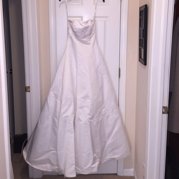 Gloria Vanderbilt Dresses & Skirts - 👰🏾Gloria Vanderbilt strapless wedding dress 💍
