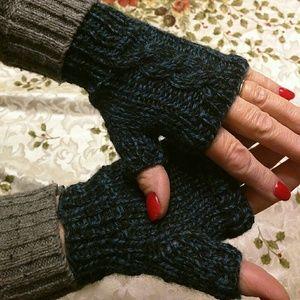 Accessories - NWOT fingerless mittens
