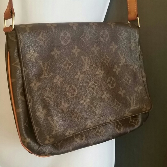 Used Louis Vuitton Purses >> Louis Vuitton Classic Small Purse Gently Used