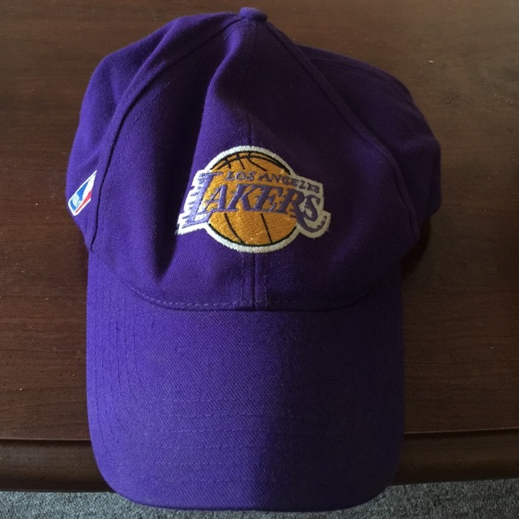 fd132bba61b6f Nike Lakers Hat. M 5660aaefa72265d1ce007d01
