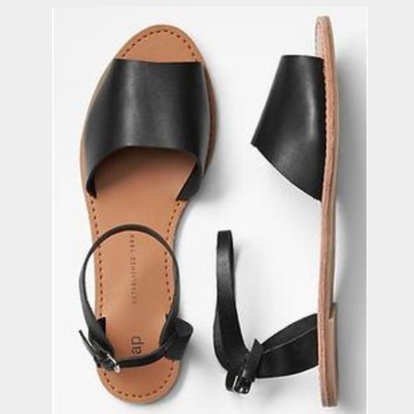 3690dfcc6 GAP Classic Leather Sandals NWT