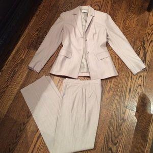 Ann taylor Loft Other - Great pants suit size 2