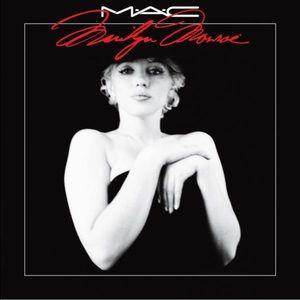 "MAC Marilyn Monroe ""How To Marry"" Eyeshadow"