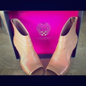 Brand new Vince Camuto heels