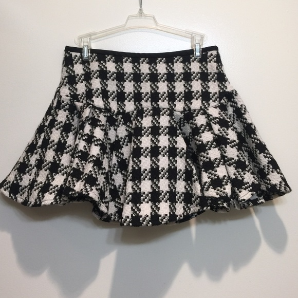 HORASORA Skirts - HORASORA TWEED PLAID RUFFLE MINI SKIRT