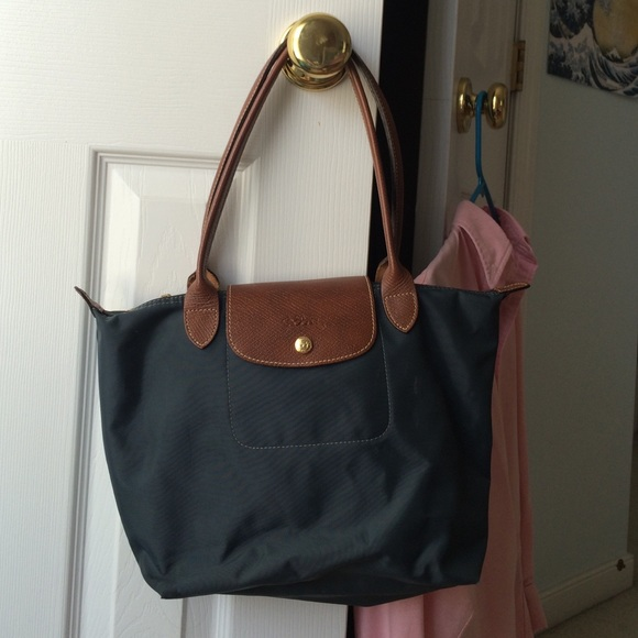 LONGCHAMP MEDIUM SIZE PURSE