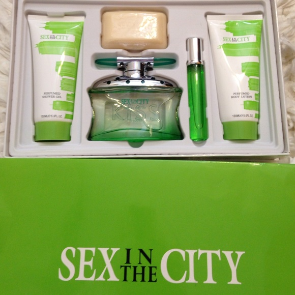 Sex and the city kiss perfume