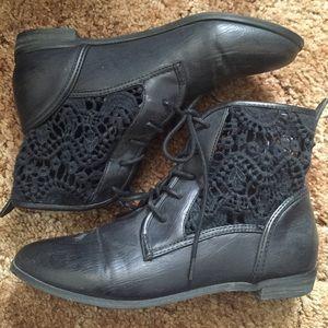 F21 black crochet boots sz 6/6.5