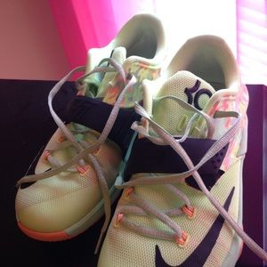 2015 Easter KD's. Size 7(youth)
