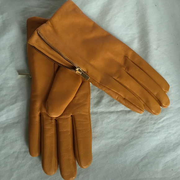 Women's Brown Leather Gloves Banana Republic Seamed Wrist Glove Size Med. Condition is New without tags. Shipped with USPS First Class Package (2 to 3 business days).