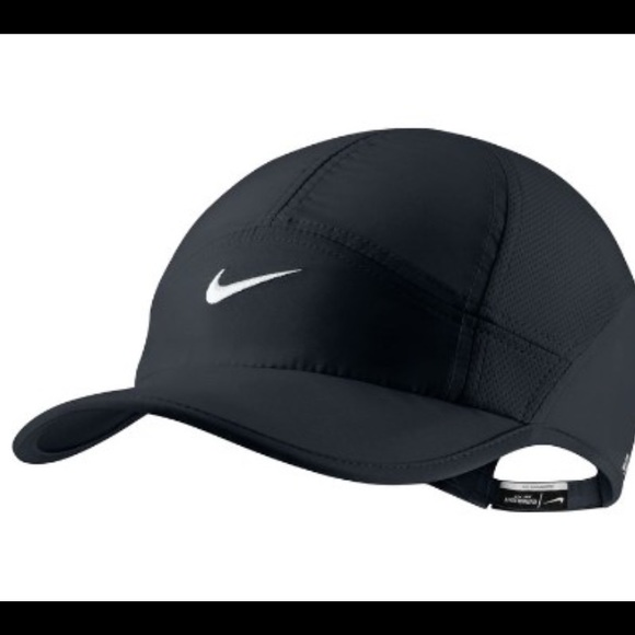 hot sale online ebbad 50b9c NIKE FEATHERLIGHT WOMEN S RUNNING CAP. M 5663694d7eb29fe906009f04