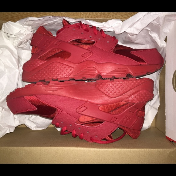 5443bcc87774 WMNS Red Air Huarache Run. M 566382978e1c6150b900a78f