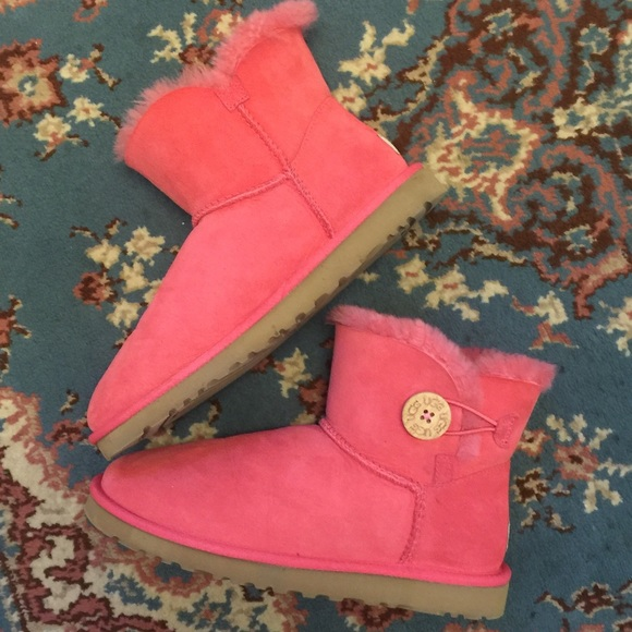 pink low uggs