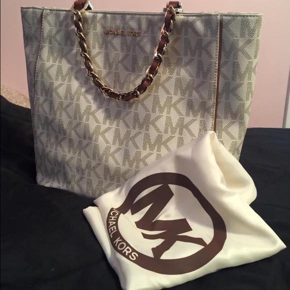 f7ccecdce514 Michael Kors Bags | Harper Signature Large Vanilla Tote | Poshmark