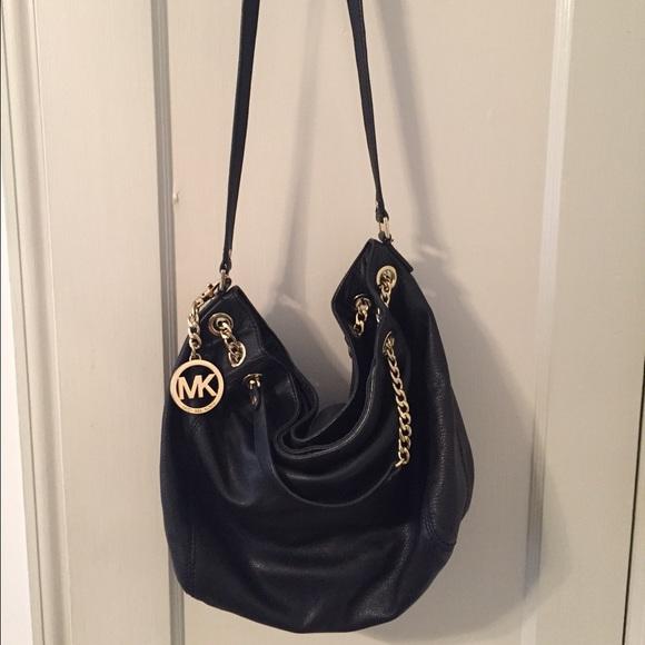 Michael Kors black leather slouch shoulder bag. M 56646e56d3a2a76ecc01062e 4f1b0ab04