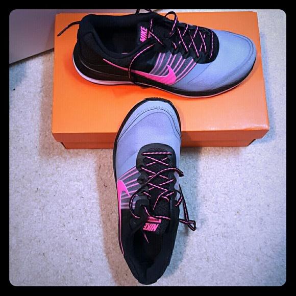 Women s Nike Dual Fusion X tennis shoes. M 566473e9feba1f18df010862 dcdb4c9ce0