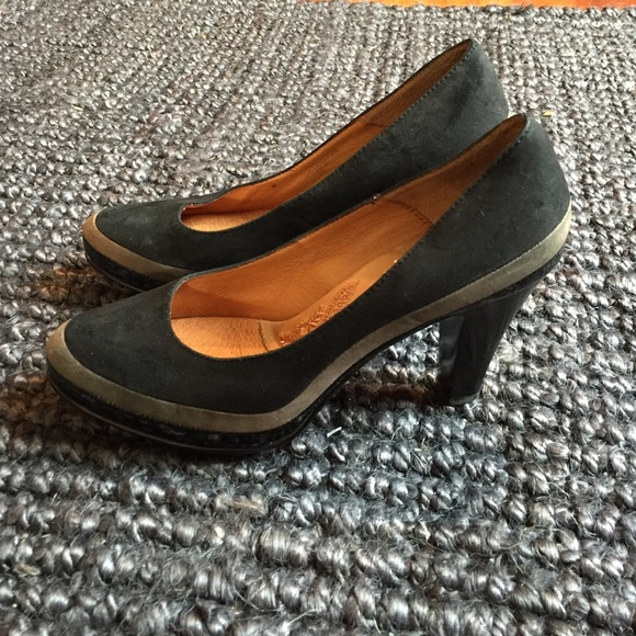 """Shop Women's Sofft Black Gold size Sandals at a discounted price at Poshmark. Description: Good condition. Size 1"""" wedge heel. Open toe with gold Hardware detail.. Sold by liamya. Fast delivery, full service customer support."""