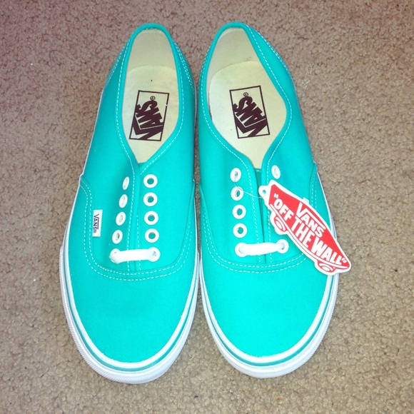 a04f6dd36edfab Green VANS women s size 9. New without box.