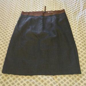 Chic mid length wool skirt w beautiful waist
