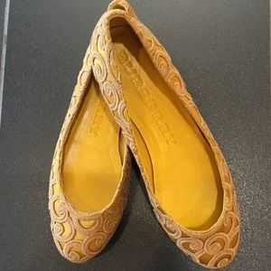 Burberry Shoes - 🆕LISTING! New BURBERRY Gold Flats