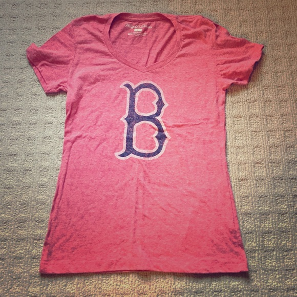 Faded red women s Boston Red Sox t-shirt. M 5664960b2de51295cc011a5c f7e00e20e0