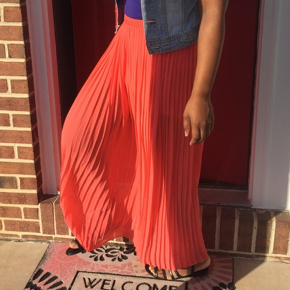 Forever 21 Coral/pink Pleated Skirt Size M Skirts