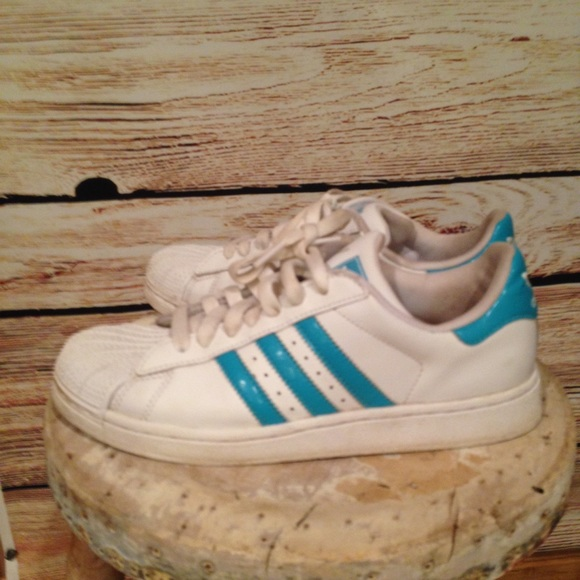 adidas superstar bleu et blanche