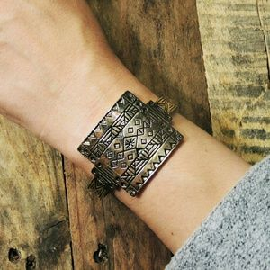Ettika Los Angeles Cuff