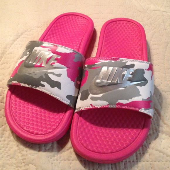 Pink nike flip flops