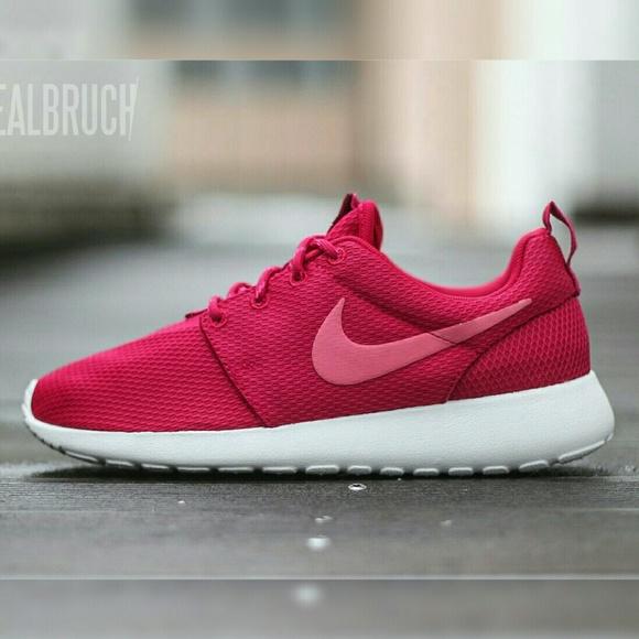 roshe run hot pink