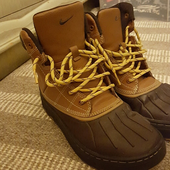 a2b57ad7f6 Nike Shoes - Winter Boots
