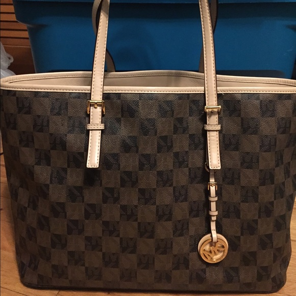 MK Checkered Jet Set Tote. M 5665ce22ea99a6eceb01a9af 1c167380bf84