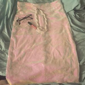 Dresses & Skirts - ✨Beautiful pink sequined skirt!✨