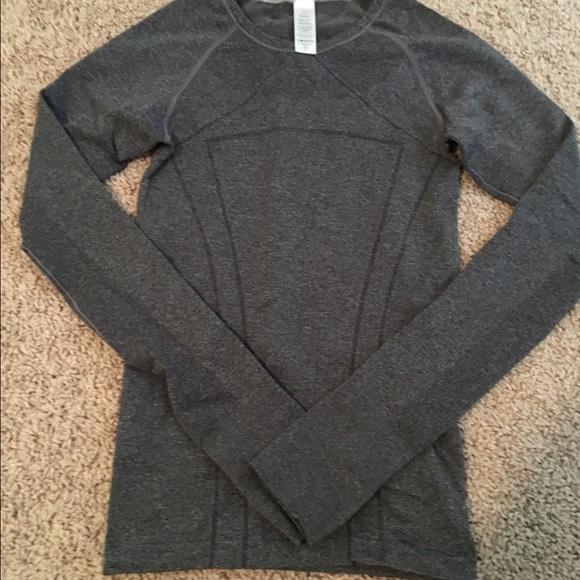 ea86fd37b Girls Ivivva Gray long sleeve shirt Sz Small. M_5666033da7226574f701c33f